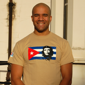 T-Shirt: Che Guevara on Cuban Flag - on khaki